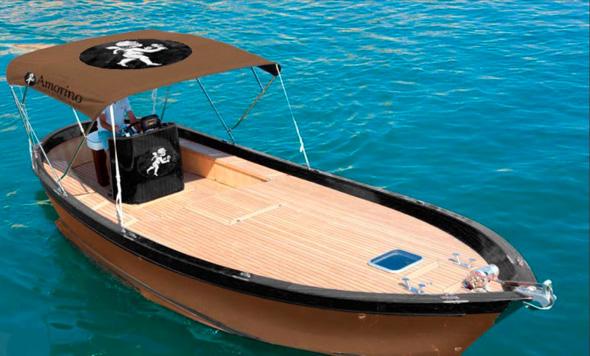 Amorino livre des glaces par bateau à St Tropez