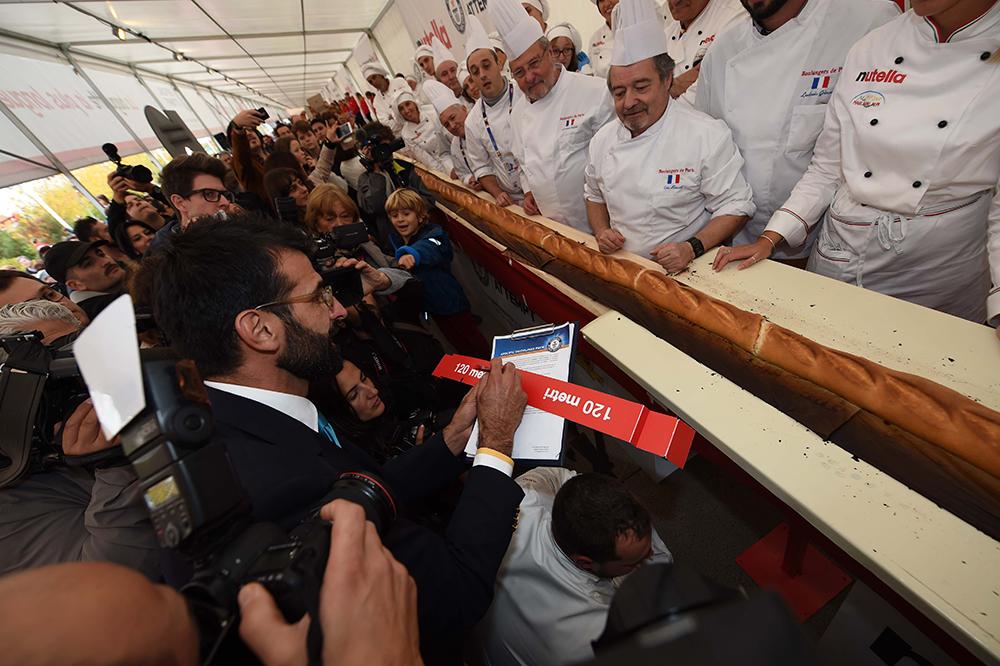 Du Nutella, 120 mètres de baguette et un record du monde plus-tard