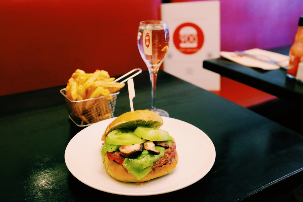 Burger x Champagne, des burgers & du champagne par FASTANDFOOD
