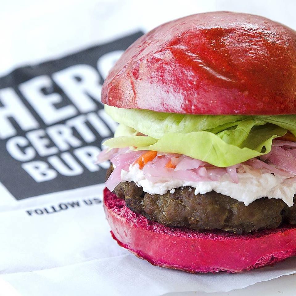 Un burger rose pour lutter contre le cancer de sein