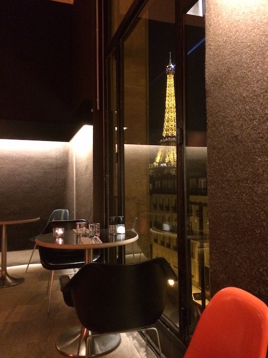 test tokyo eat le restaurant le moins cher de paris avec vue sur la tour eiffel. Black Bedroom Furniture Sets. Home Design Ideas