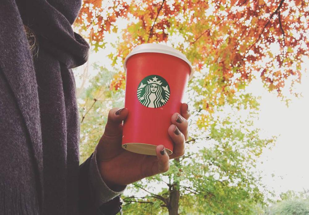 Quand les nouveaux gobelets de Noël Starbucks font polémique