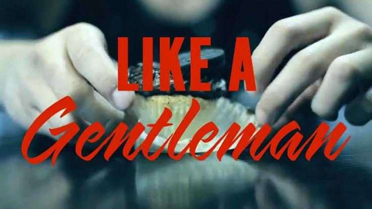 Burgers, cupcakes, spaghettis, sushis, ailes de poulet : savoir manger comme un gentleman