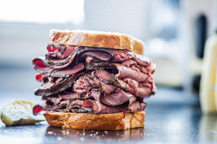 TOP : 5 bonnes adresses pour manger un sandwich au pastrami à NYC