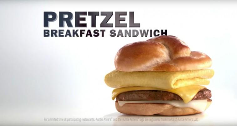 Carl's Jr. lance un nouveau sandwich pour le petit-déjeuner !