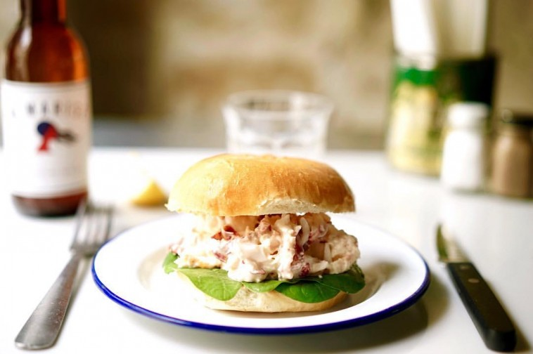 Paris New York crée un burger 100% homard