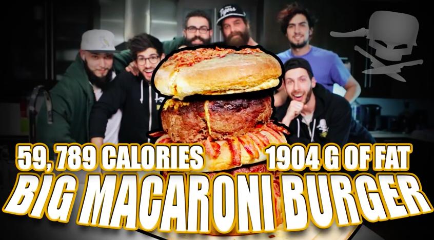 Epic Meal Time réalise un Big Macaroni Burger très très FAT !