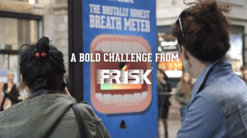 Cette machine Frisk vous distribue des bonbons selon votre haleine
