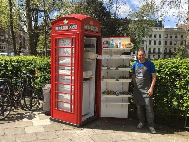 Une ancienne cabine téléphonique anglaise se transforme en bar à salades