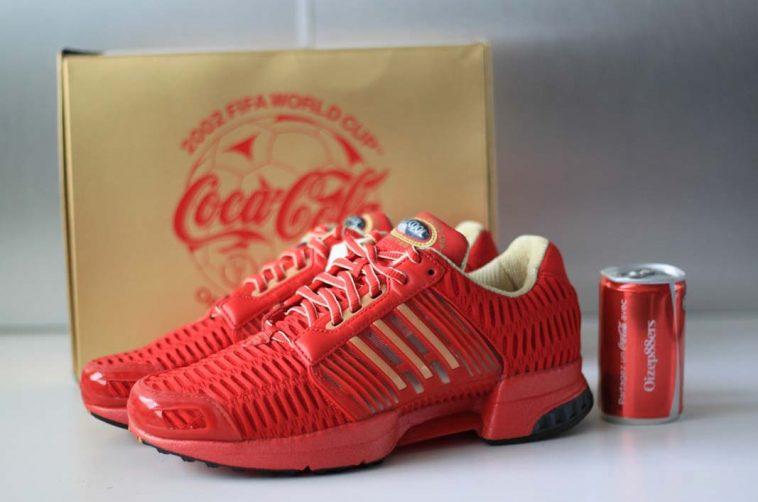 Une paire de baskets signée Adidas et Coca-Cola