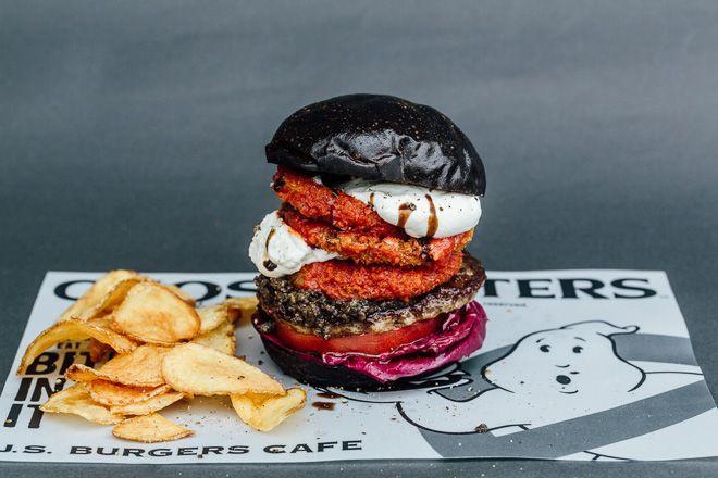 Après le burger au Marshmallow, voici le Black Burger