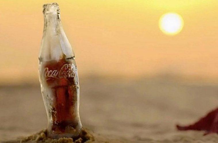 Coca-Cola crée une bouteille entièrement faite de glace
