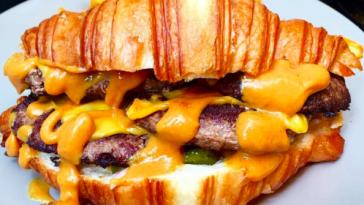 Croissant-cheeseburger-piccolome_6