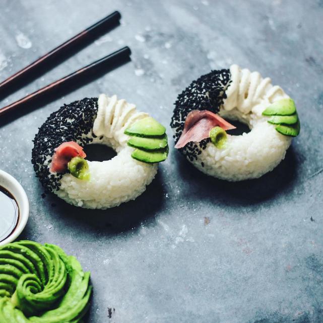 Tout nouveau tout chaud : les sushis en forme de donuts