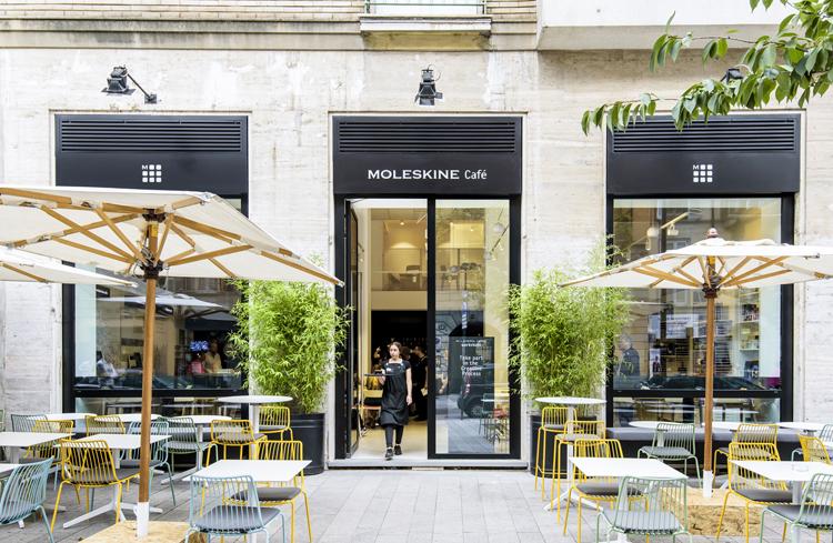 Moleskine ouvre un café bibliothèque à Milan