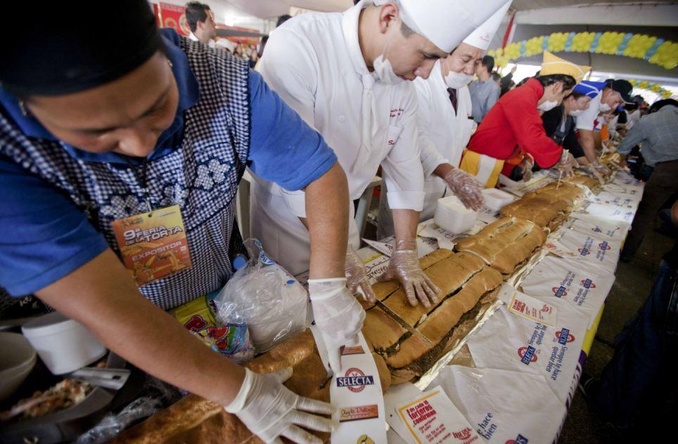 Le Mexique bat le record du sandwich «torta» le plus long