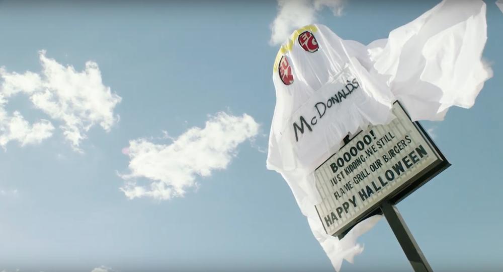 Un restaurant Burger King se déguise en fantôme McDonald's pour Halloween