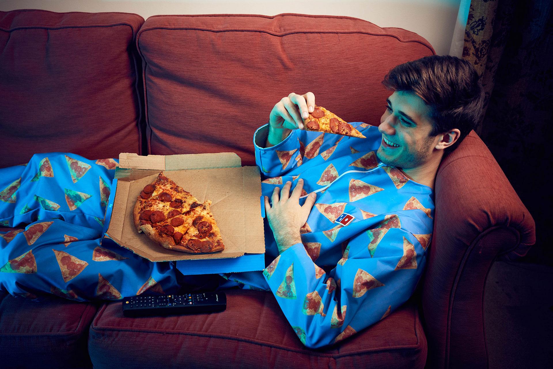 Domino's Pizza invente le pyjama anti-tâches pour le lendemain du réveillon