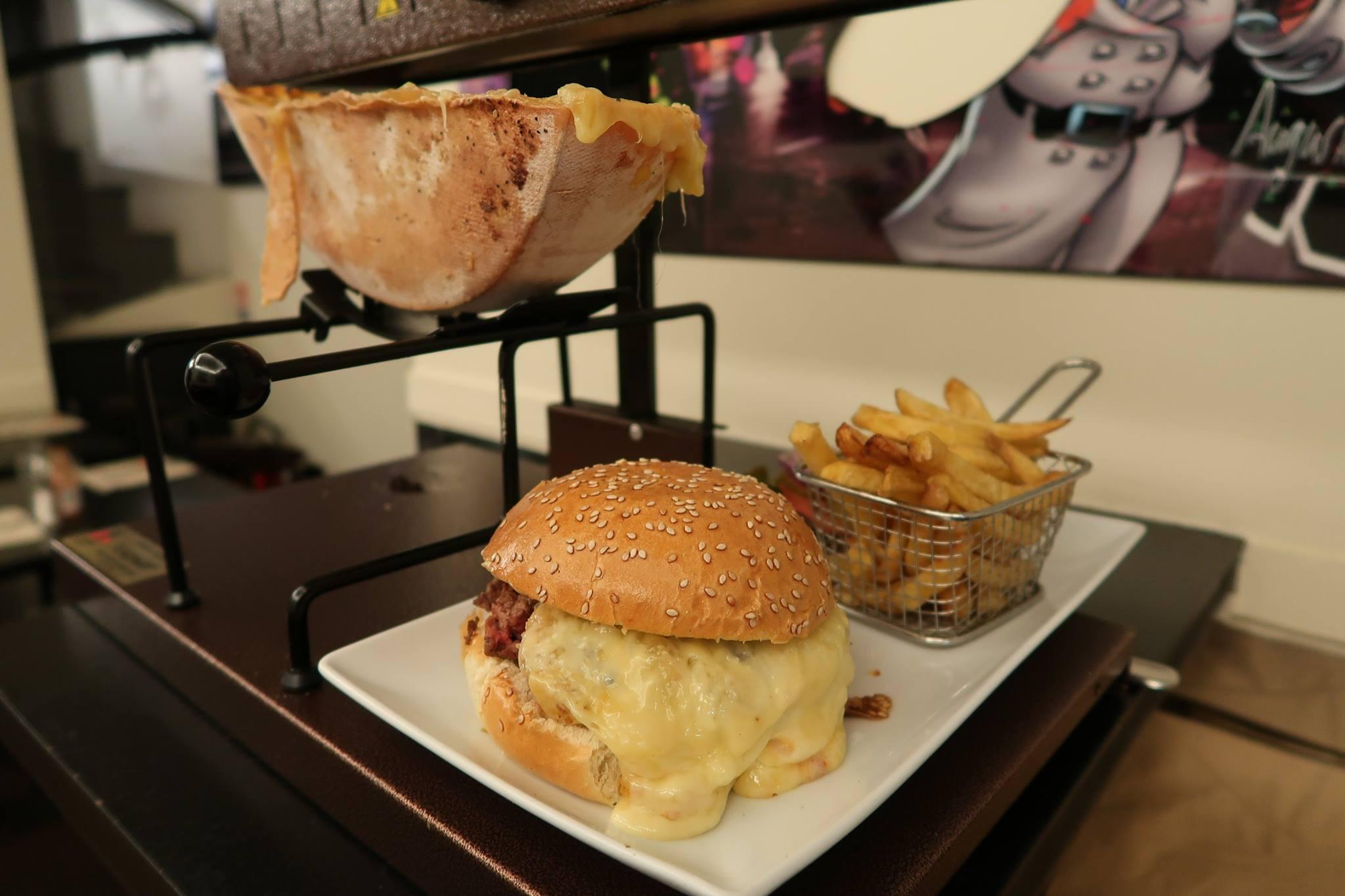 L'American Diner PDG lance un FAT Hamburger Raclette