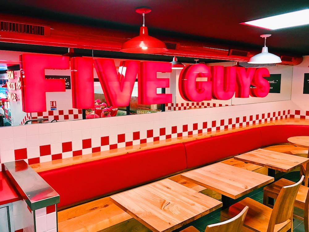 Five Guys ouvre trois nouveaux restaurants à Rosny 2, la Défense et à Gare du Nord.
