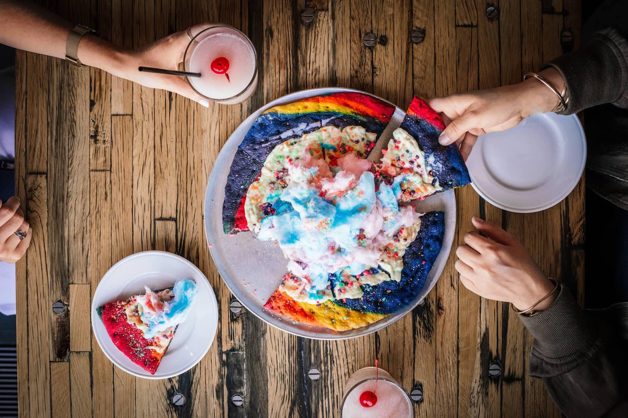 Ils ont crée l'Unicorn Pizza à New-York, un arc-en-ciel de couleurs !