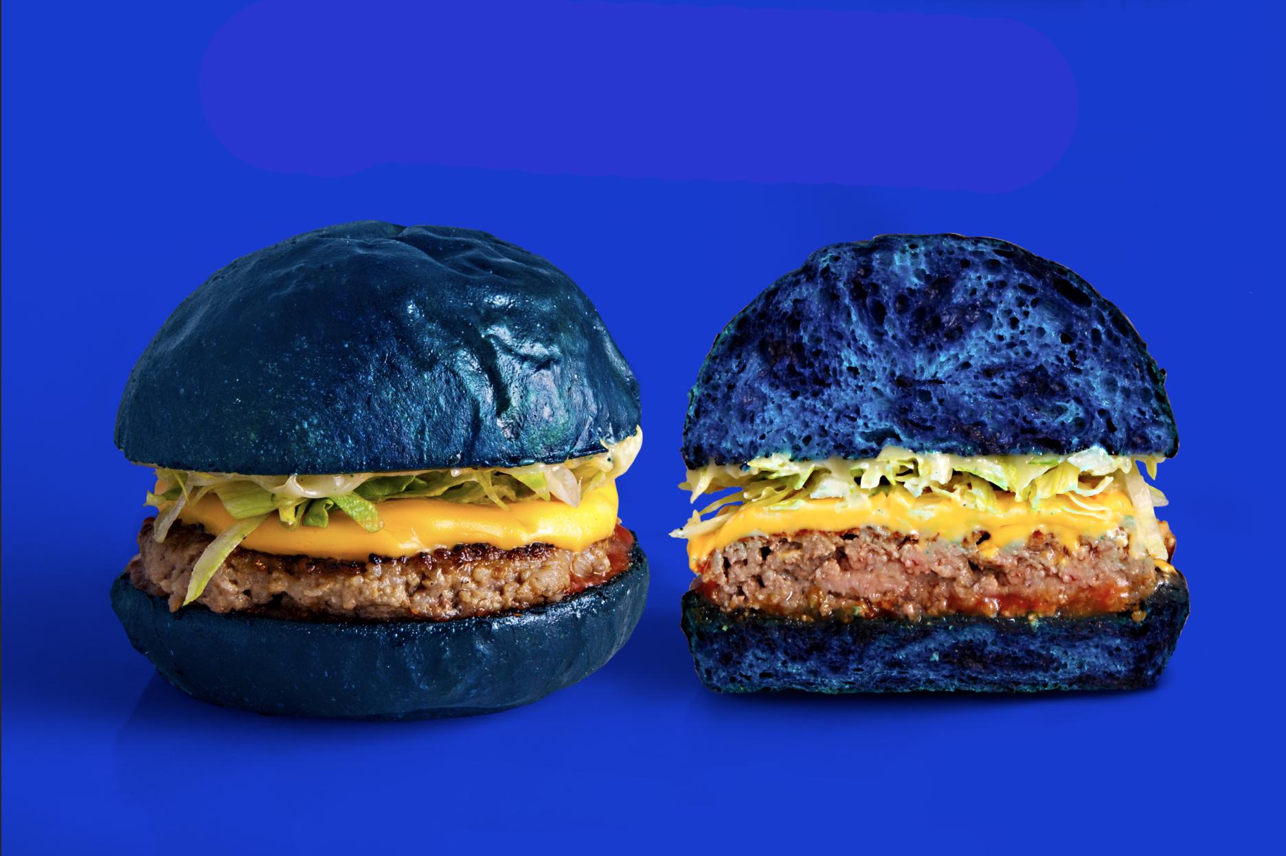 Blend & colette s'associent pour créer le Farewall, un burger bleu