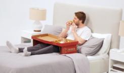 Manger une pizza au lit n'aura jamais été aussi simple